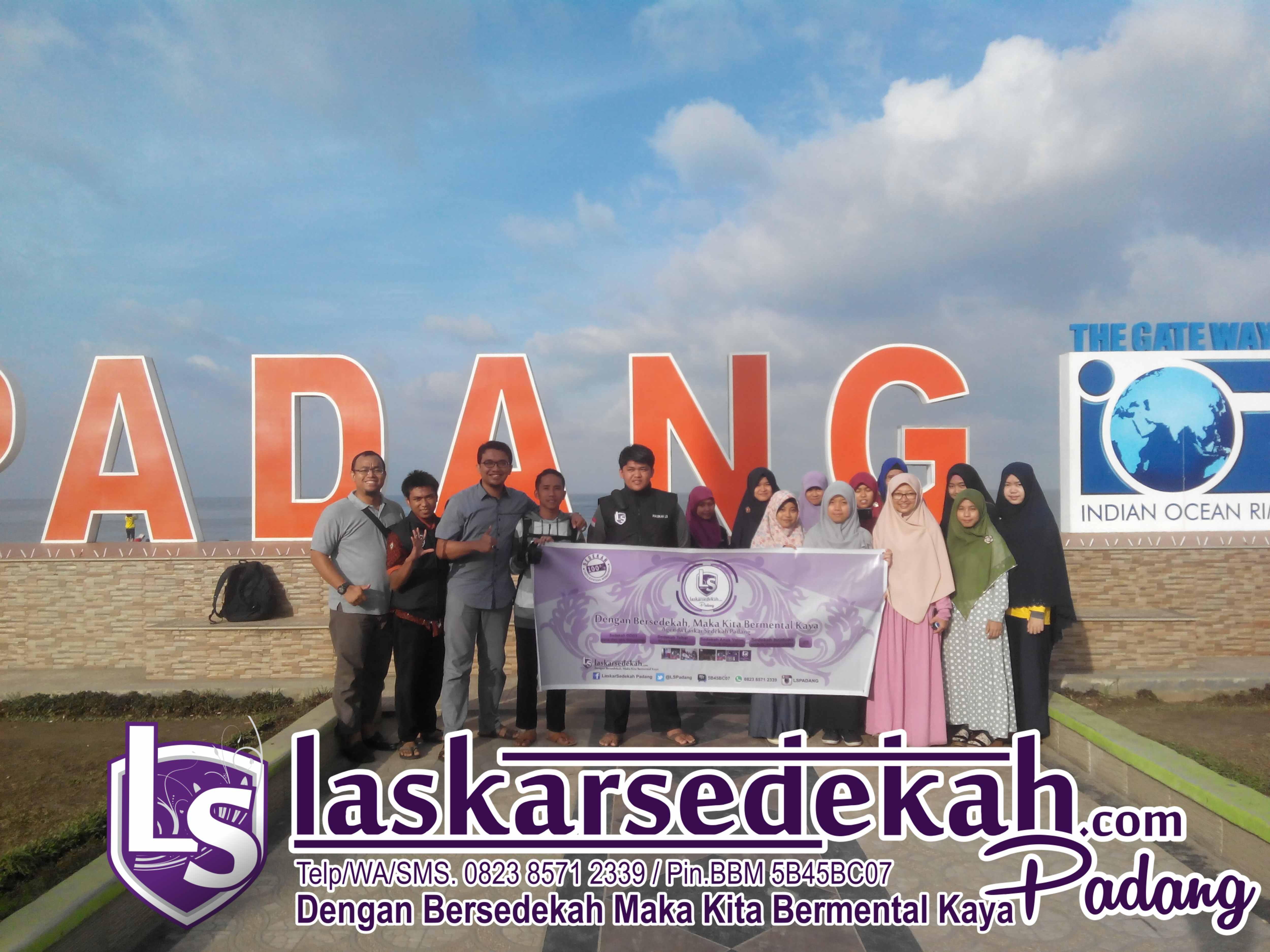 Tebar Nasi Bungkus LS Padang