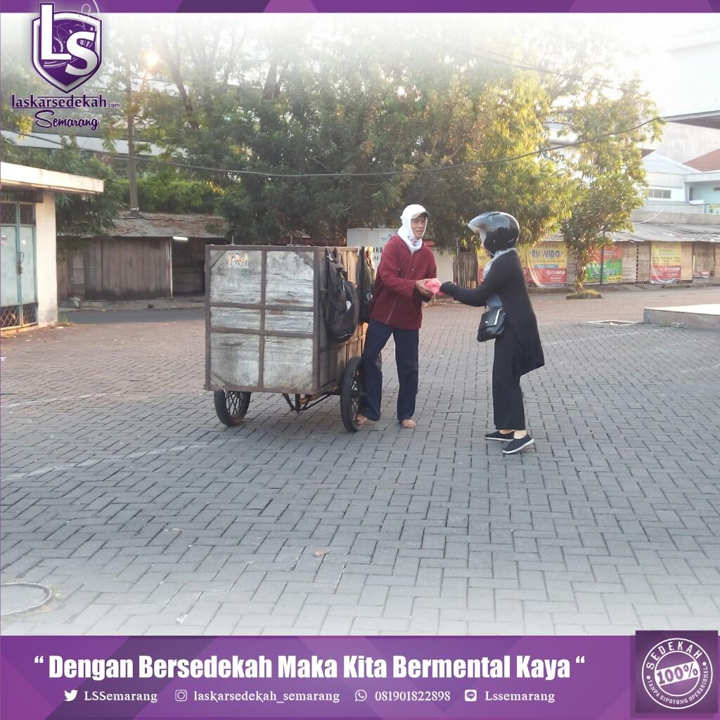 Laskar Sedekah Semarang Kembali Melakukan Tebar Nasi Bungkus