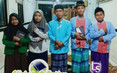 LS Jakarta : Wakaf Al Qur'an untuk Mushollah Al-Maghfiroh, Tanggul Kali Angke   Ahad, 13 Januari 2019